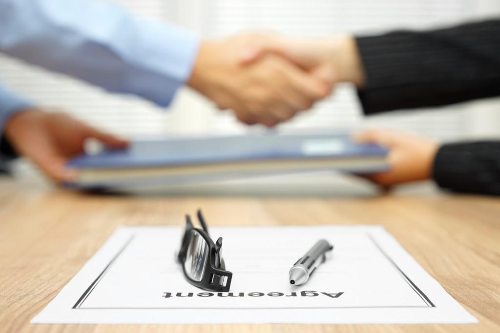 Handshake arbitration aggreement